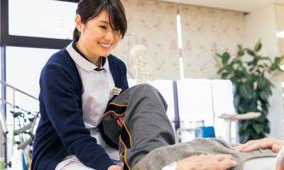 髙坂 鮎子/患者様の表情を見ながらの声掛けも大切。
